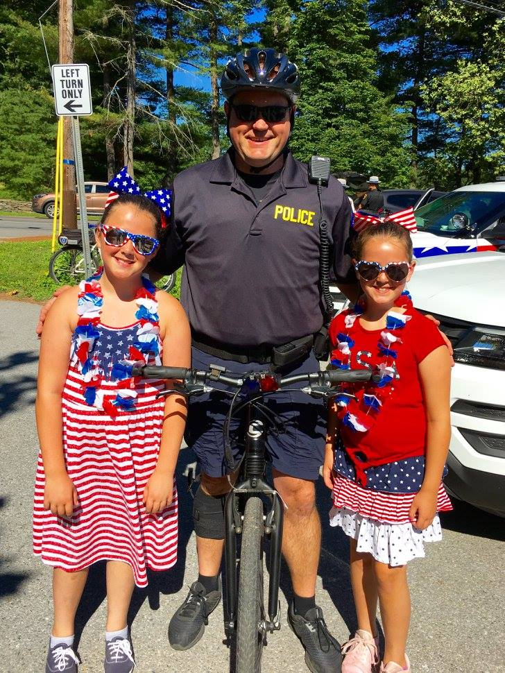 4th of July Kids and Policeman